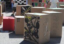 Lasten rakentamaa pahvilaatikkokaupunkia Pikkis juhlii-tapahtumassa